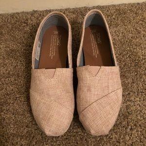 Blush woven women's Toms size 7.